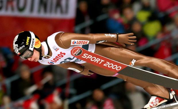 Jan Ziobro uzyskał 134,5 metra i wygrał kwalifikacje do konkursu Pucharu Świata w skokach narciarskich w południowokoreańskim Pjongczang. Dawid Kubacki był trzeci po skoku na odległość 130,5 metra. W konkursie wystąpi w sumie sześciu Polaków.