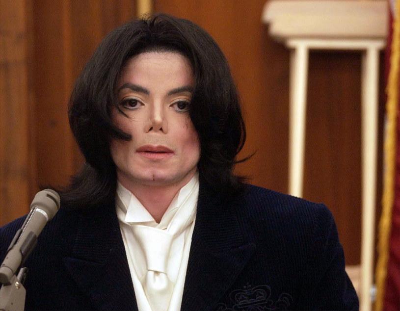 Według informacji serwisu Radar Online amerykańscy śledczy chcą jeszcze raz sprawdzić, czy Michael Jackson nie został zamordowany. Byłaby to już czwarta autopsja na ciele króla popu.