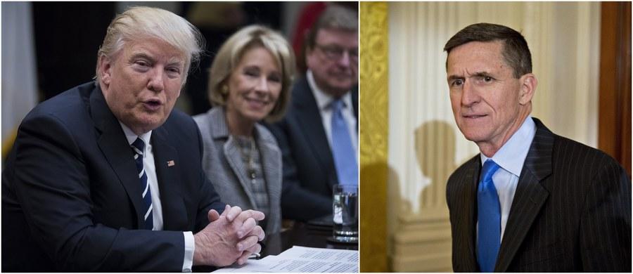 """Sprawa Michaela Flynna, który został poproszony przez prezydenta USA Donalda Trumpa o rezygnację ze stanowiska doradcy ds. bezpieczeństwa narodowego, to kwestia zaufania, a nie kwestia prawna - oświadczył rzecznik Białego Domu Sean Spicer. Flynn podał się do dymisji po ujawnieniu przez """"Washington Post"""" jego rozmów z rosyjskim ambasadorem Siergiejem Kislakiem nt. amerykańskich sankcji wobec Rosji. Na Twitterze do sprawy odniósł się również Donald Trump, który wyraził pogląd, że do rezygnacji Flynna przyczyniły się liczne """"nielegalne przecieki z Białego Domu""""."""
