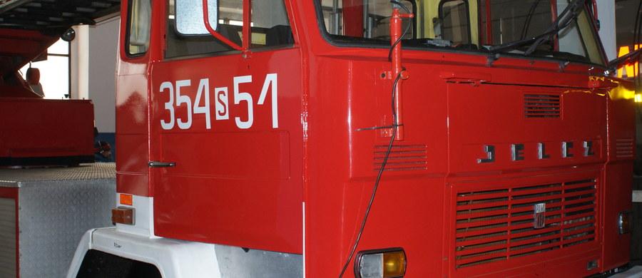 16 zastępów straży pożarnej walczyło z ogniem w Posadowie w gminie Lwówek w Wielkopolsce. Palił się tam XIX-wieczny pałac - poinformowali nas o tym słuchacze dzwoniąc na numer Gorącej Linii RMF FM.