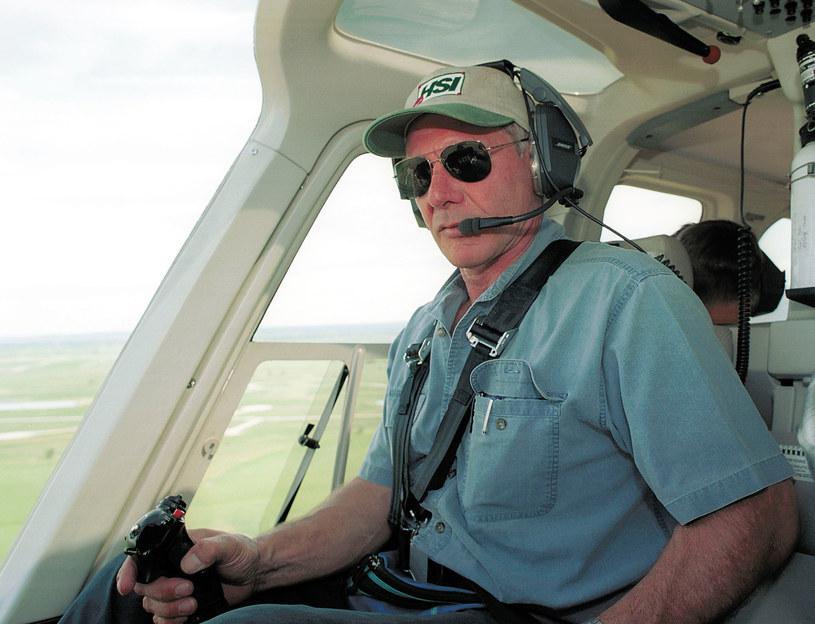 Znany z zamiłowania do latania hollywoodzki gwiazdor Harrison Ford spowodował groźną sytuację na lotnisku im. Johna Wayne'a, w hrabstwie Orange, w Kalifornii. Pilotowany przez niego mały samolot omal nie zderzył się z maszyną pasażerską - poinformowała telewizja NBC.