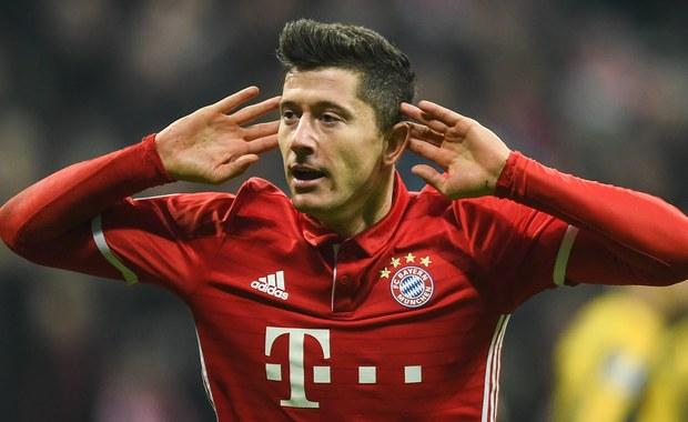 Robert Lewandowski strzelił gola dla Bayernu Monachium w wygranym 5:1 meczu z Arsenalem w 1/8 finału piłkarskiej Ligi Mistrzów. Napoli, z Piotrem Zielińskim i grającym od 83. minuty, wracającym po długiej przerwie Arkadiuszem Milikiem, uległo w Madrycie Realowi 1:3. Rewanże w tych parach odbędą się 7 marca.