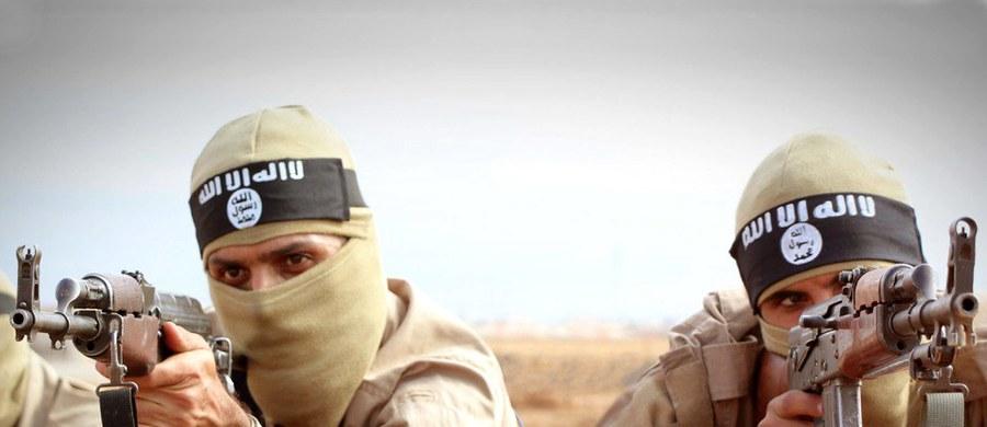"""Dochody organizacji terrorystycznej Państwo Islamskie zmalały w ciągu ostatnich dwóch lat o 50 procent - podaje """"Der Spiegel"""". Tygodnik powołuje się na raport londyńskiego King's College."""