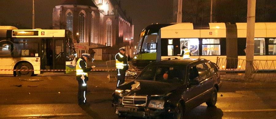 5 osób trafiło do szpitala po wypadku przy ulicy Wyszyńskiego w Szczecinie. Informację i zdjęcia z miejsca zdarzenia dostaliśmy na Gorącą Linię RMF FM.