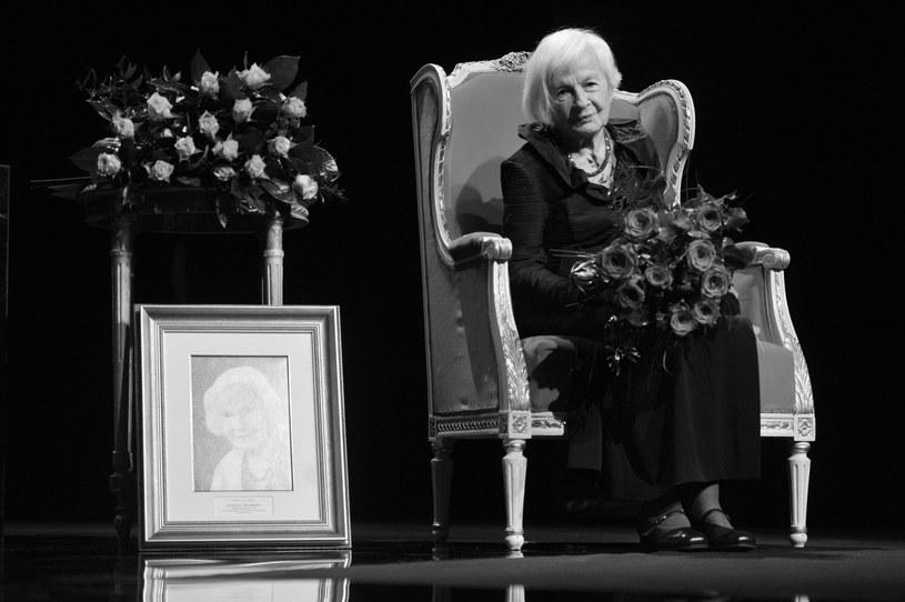 """Nie żyje Danuta Szaflarska, wybitna polska aktorka filmowa i teatralna, znana między innymi z filmów """"Zakazane piosenki"""", """"Skarb"""" i """"Pora umierać"""". Aktorka zmarła w niedzielę, 19 lutego, w Warszawie. Miała 102 lata."""