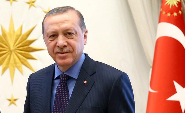 Proces 47 osób oskarżonych o próbę zabójstwa tureckiego prezydenta Recepa Tayyipa Erdogana rozpoczął się w poniedziałek w Mugli na zachodzie Turcji. Do próby tej miało dojść w hotelu nad Morzem Egejskim podczas nieudanego zamachu stanu z 15 lipca 2016 roku.