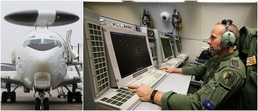 Na stołecznym Okęciu wylądował w poniedziałek NATO-wski samolot systemu wczesnego ostrzegania AWACS (Airborne Warning and Control System). Maszyny te na co dzień patrolują przestrzeń powietrzną krajów Sojuszu.
