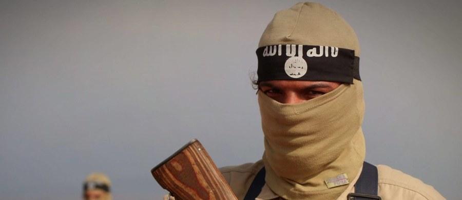 """Członek Państwa Islamskiego zatrzymany przez Kurdów powiedział, że terrorystyczna organizacja """"pozwoliła mu"""" zgwałcić ponad 200 kobiet. """"Młody mężczyzna tego potrzebuje"""" - tłumaczył."""