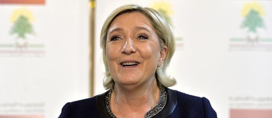 Szefowa skrajnie prawicowej francuskiej partii Front Narodowy Marine Le Pen odwołała spotkanie z wielkim muftim Libanu Szejchiem Abdel-Latifem Derianem, ponieważ nie chciała założyć chusty na głowę - informuje agencja Reutera.
