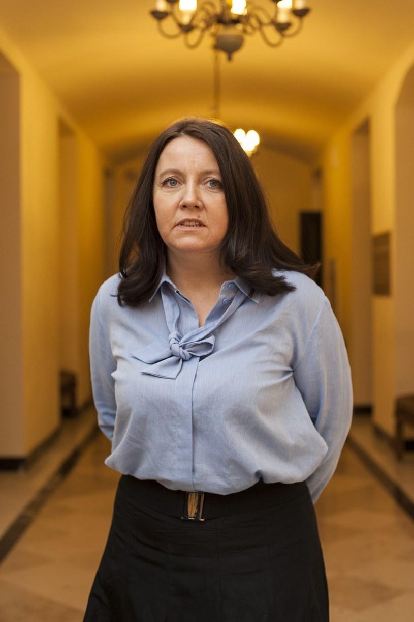 """Joanna Lichocka (PiS) ma nadzieję, że Krajowa Rada Radiofonii i Telewizji wyda stosowne decyzje, które będą dotkliwymi karami za """"knajackie wypowiedzi"""" w mediach. Posłanka na spotkaniu z mieszkańcami Kalisza odniosła się w ten sposób do pytań o słowa dziennikarza Superstacji wobec dziennikarzy TVP."""