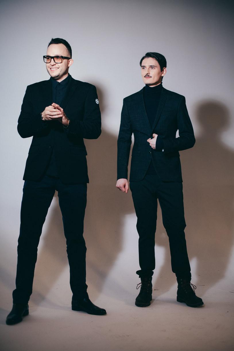 """Utwór """"Codzienność"""" z płyty Tego Typa Mesa doczekał się teledysku. W utworze gościnnie udzielił się Dawid Podsiadło, który wystąpił również w klipie do singla."""