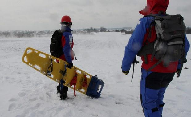 Akcja ratunkowa na Pilsku w Beskidzie Żywieckim. Ratownicy GOPR w rejonie szczytu odnaleźli biegacza. Mężczyzna był w głębokiej hipotermii.