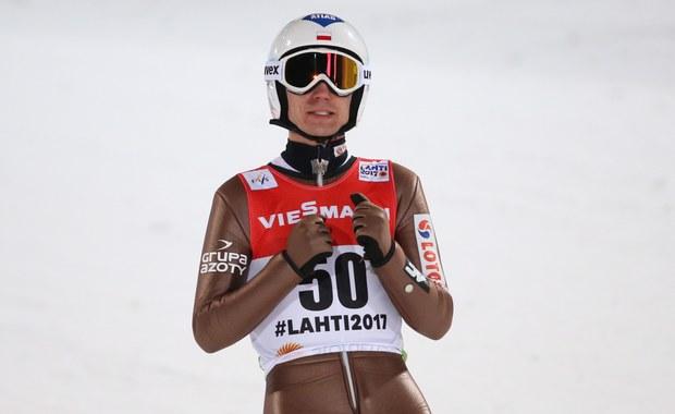 Stefan Kraft po raz pierwszy w karierze został indywidualnym mistrzem świata w skokach narciarskich. Austriak w fińskim Lahti wyprzedził Niemców – Andreasa Wellingera i Marcusa Eisenbichlera. Polacy znaleźli się tuż za podium. Kamil Stoch był 4., a Maciej Kot 5. W czołówce znalazł się jeszcze Dawid Kubacki. Tym razem w skokach biało-czerwonych zabrakło spodziewanego błysku i choć zajęli dobre miejsce to możemy odczuwać pewne rozczarowanie.