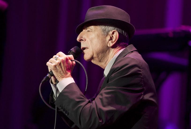 """Cztery miesiące po śmierci Leonarda Cohena do sieci trafiło tzw. lyric video do piosenki """"Traveling Light"""" z ostatniej płyty """"You Want It Darker""""."""