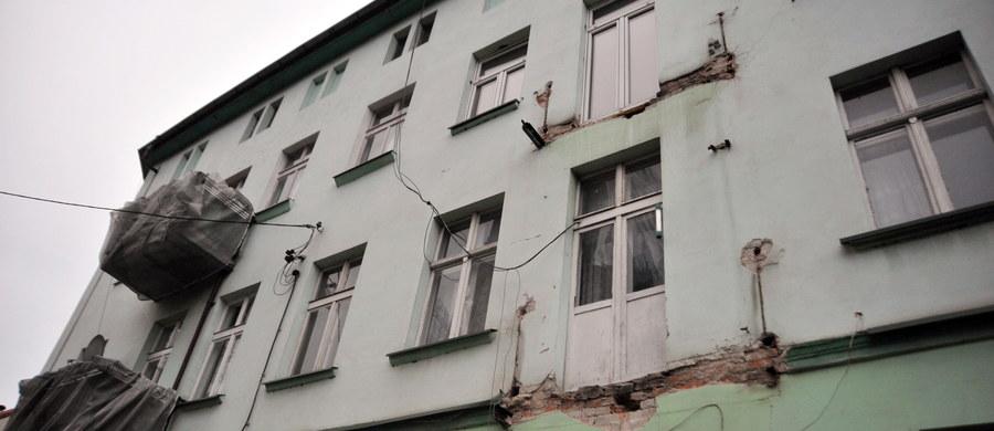 W ciągu kilku dni mają być rozebrane balkony w kamienicy w Szczecinie-Dąbiu. Po tym gdy wczoraj runął balkon na drugim piętrze budynku, zarządca przedwojennego budynku zdecydował się przyspieszyć demontaż pozostałych.