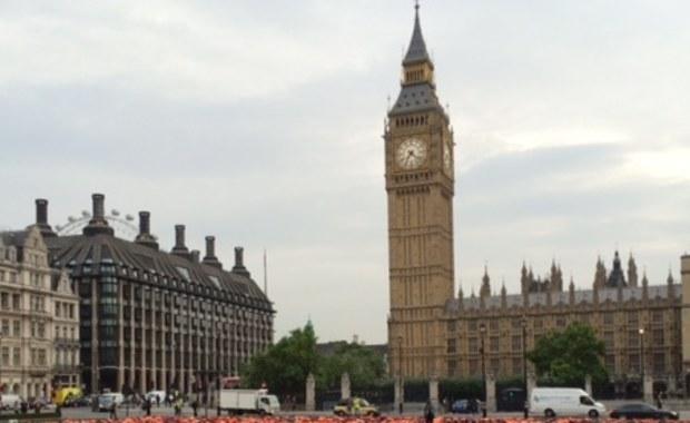 Po uruchomianiu procedury brexitowej obywatele państw Unii Europejskiej wybierający się do Wielkiej Brytanii stracą prawo do stałego pobytu w tym kraju. Według mediów na Wyspach, takie zobowiązanie już w przyszłym miesiącu złoży premier Theresa May. Art. 50 Traktatu Lizbońskiego, regulujący warunki wyjścia ze Wspólnoty, ma zostać uruchomiony jeszcze przed końcem marca.