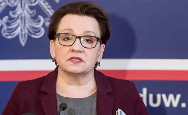 """""""W kwietniu zaprezentujemy projekt zmian w finansowaniu oświaty oraz informacje o podwyżkach dla nauczycieli"""" - zapowiedziała we Wrocławiu minister edukacji Anna Zalewska."""