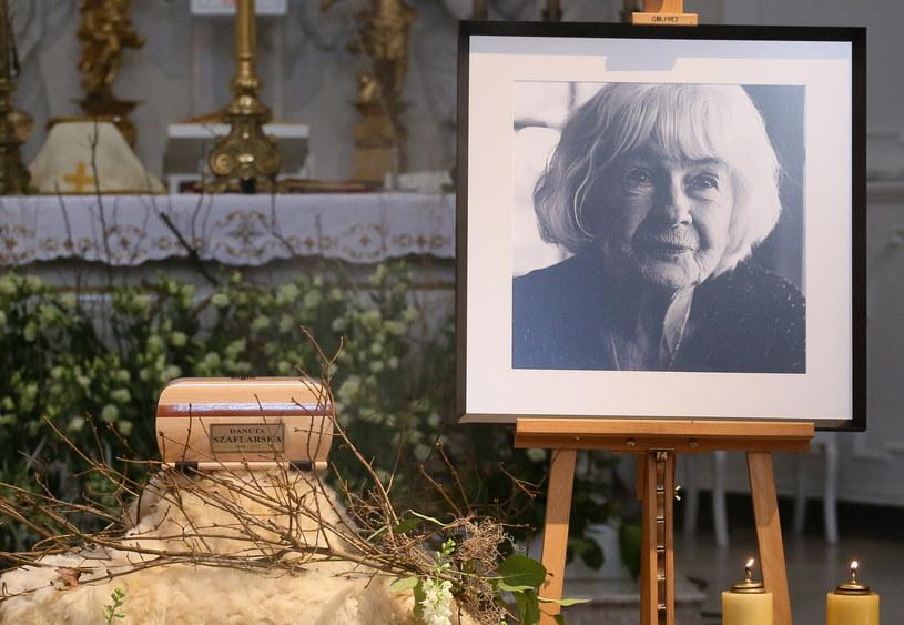 Mszą święta odprawioną w Kościele Niepokalanego Poczęcia NMP w Warszawie, w obecności rodziny, przedstawicieli władz państwowych oraz środowisk artystycznych, pożegnano we wtorek Danutę Szaflarską. Aktorka zmarła 19 lutego w wieku 102 lat.
