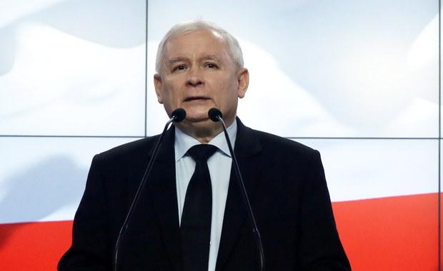 """""""Donald Tusk - człowiek, który łamie elementarne zasady UE - nie może być przewodniczącym Rady Europejskiej; w żadnym razie nie może liczyć na nasze poparcie i brak naszego sprzeciwu"""" - powiedział prezes PiS Jarosław Kaczyński."""