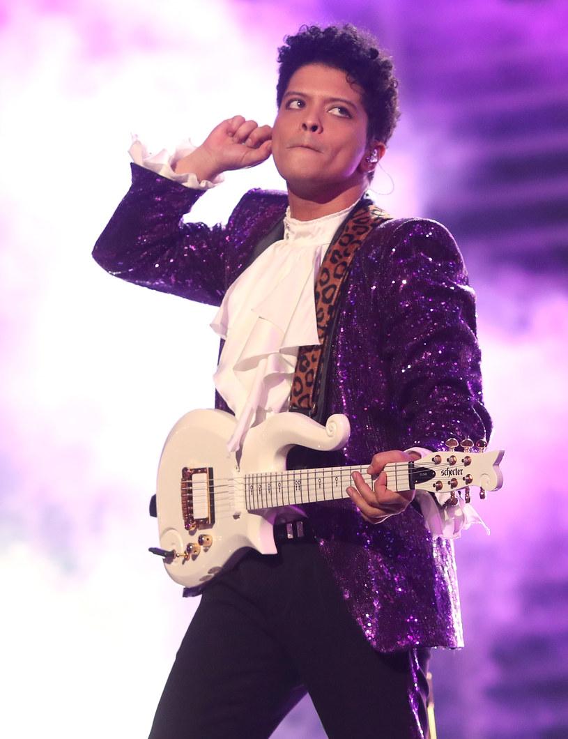"""Bruno Mars zaprezentował teledysk do singla """"That's What I Like"""" promującego jego trzecią płytę """"24K Magic""""."""