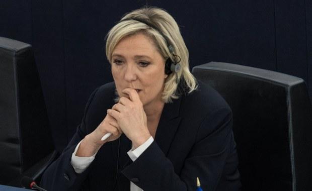 Parlament Europejski uchylił immunitet poselski liderce francuskiego Frontu Narodowego i kandydatce na prezydenta Francji Marine Le Pen w związku z dochodzeniem w sprawie publikacji na Twitterze zdjęć z egzekucji zakładników Państwa Islamskiego.