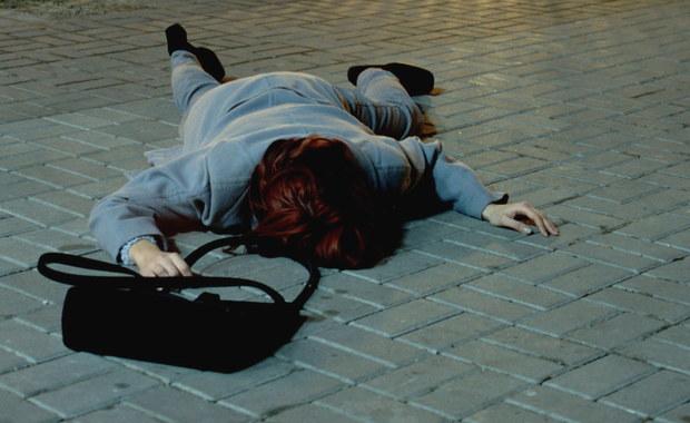 Sąd w Wiedniu skazał ośmiu Irakijczyków na kary od 9 do 13 lat więzienia za zbiorowy gwałt na 28-letniej Niemce w nocy z 31 grudnia na 1 stycznia. Jeden Irakijczyk został uniewinniony z braku dowodów winy.