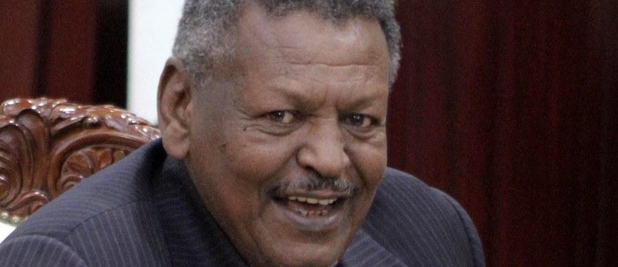Prezydent Sudanu Omar al-Baszir po raz pierwszy od przewrotu z 1989 roku, który wyniósł go do władzy, mianował premiera. Został nim 68-letni generał Bakri Hassan Saleh, dowódca sił specjalnych, które w 1989 roku uczestniczyły w zamachu stanu.