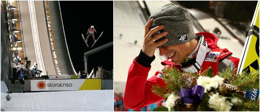"""""""Skoncentrowałem się na tym, co mam robić, i w sumie chyba udało się to zrobić"""" - tak Piotr Żyła podsumował zdobycie brązowego medalu MŚ w Lahti. W rywalizacji na dużej skoczni triumfował Austriak Stefan Kraft, a ze srebra cieszyć się może Niemiec Andreas Wellinger. Silne emocje długo towarzyszyły Żyle, który w Lahti odniósł największy sukces w karierze. Słynący z barwnych wypowiedzi skoczek tym razem ze wzruszenia praktycznie nie był w stanie mówić."""