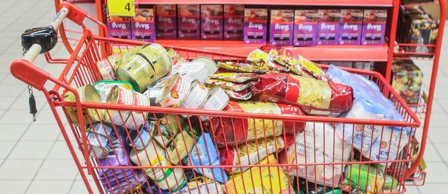 Już w poniedziałek unijni ministrowie ds. rolnictwa zajmą się problemem tzw. gorszej żywności. Chodzi o sprawę dotyczącą artykułów spożywczych sprzedawanych na rynkach Europy Środkowo-Wschodniej, które są produkowane przy użyciu tańszych i gorszych składników, ale pod tą samą etykietą co produkty na zachodzie Europy. O tym problemie mówili także wczoraj premierzy podczas spotkania Grupy Wyszehradzkiej.