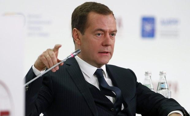 Majątek rosyjskiego premiera Dmitrija Miedwiediewa ma wartość co najmniej miliarda dolarów. Fundacja Walki z Korupcją ujawniła, że premier posiada jachty, wille , rezydencje i ponad 100 hektarów w Toskanii. Tylko rezydencja pod Moskwą oceniona została na 85 milionów dolarów. Rzecznik prezydenta Dmitrij Pieskow oświadczył, że na Kremlu nie przywiązuje się wagi do tych doniesień.