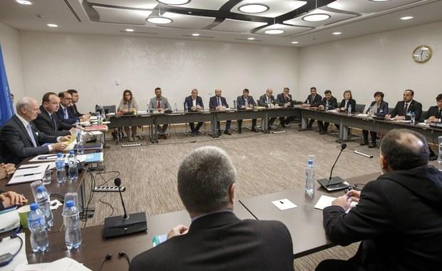 Trwająca osiem dni czwarta tura prowadzonych w Genewie pod egidą ONZ rokowań w sprawie pokojowego uregulowania konfliktu w Syrii zakończyła się bez wyraźnego rezultatu. Były to pierwsze takie negocjacje od 10 miesięcy.