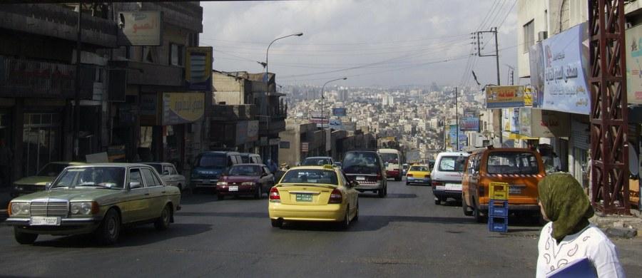 15 Jordańczyków skazanych na śmierć za terroryzm i inne zbrodnie zostało powieszonych o świcie - poinformował rzecznik prasowy rządu i minister stanu ds. mediów Mohammad Momani.