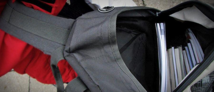 Policja i prokuratura badają dramatyczną historię z Łodzi. 5-letni chłopiec jest w stanie krytycznym po tym, jak przypadkiem zawisł na ramiączku od plecaka.