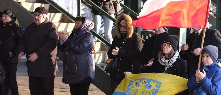 Kilkadziesiąt pracownic kopalni Krupiński w Suszcu oraz żon zatrudnionych tam górników pojedzie jutro do Warszawy z petycją do premier Beaty Szydło. Chcą zaapelować do szefowej rządu o podjęcie działań na rzecz ratowania kopalni.