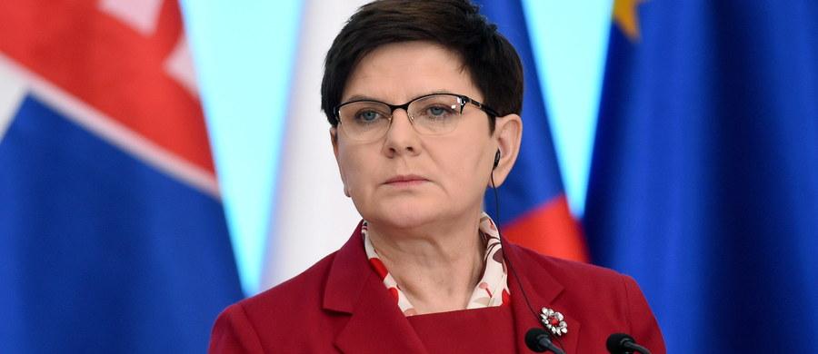 51 proc. ankietowanych źle ocenia działalność rządu - wynika z sondażu Kantar Public. Z kolei 45 proc. respondentów źle ocenia pracę premier Beaty Szydło.