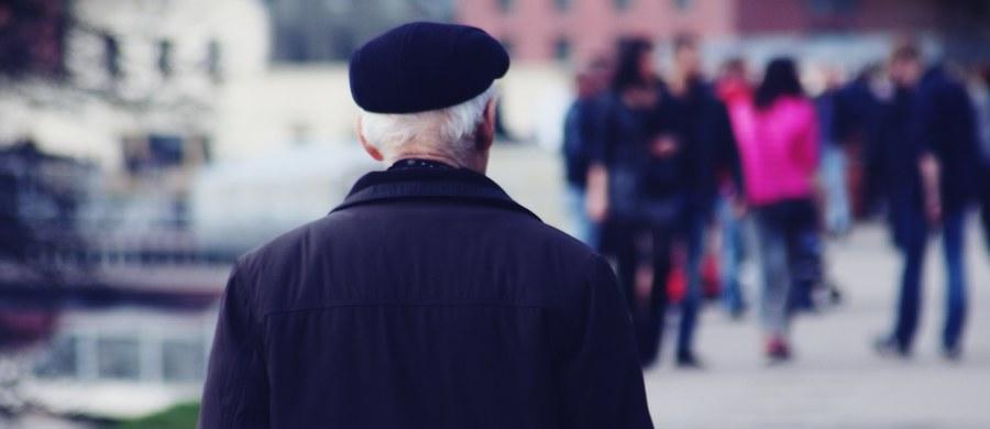 Mieszkańcy Żychlina w Łódzkiem prowadzą zbiórkę społeczną dla emerytów, którym brakuje pieniędzy na chleb czy leki. Akcja trwa na portalu crowdfuningowym.