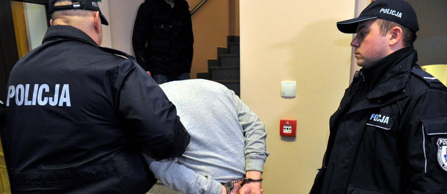 """""""Nic w zachowaniu skazanego nie wskazywało na to, że może naruszyć porządek prawny"""" - powiedział rzecznik Sądu Apelacyjnego w Szczecinie Janusz Jaromin o Ryszardzie D., który po tym, jak został przedterminowo zwolniony, uprowadził 12-latkę."""