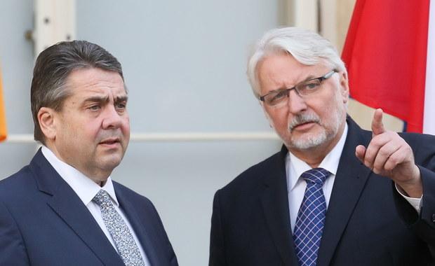 """Szef niemieckiej dyplomacji Sigmar Gabriel poinformował, że z szefem polskiego MSZ Witoldem Waszczykowskim wymienił się opiniami na temat wyboru przewodniczącego Rady Europejskiej. """"Są tutaj różne zdania"""" - powiedział minister. """"Można mieć tylko nadzieję, że uda się rozwiązać konflikt tak, żeby nie doszło do większych podziałów w Europie"""" - dodał."""
