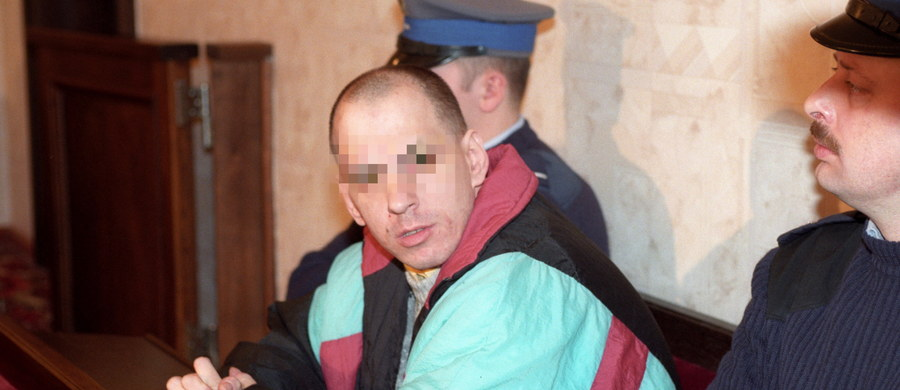 """Leszek P., nazywamy """"wampirem z Bytowa"""", który w grudniu kończy wyrok pozbawienia wolności za zabójstwo i gwałt, trafił z aresztu w Starogardzie Gdańskim na dodatkową obserwację w ośrodku w Gostyninie."""