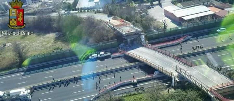 Dwie osoby zginęły i dwie zostały ranne w wyniku zawalenia się wiaduktu na autostradzie we Włoszech między Loreto a Ankoną. Przyczyną katastrofy było runięcie prowizorycznej struktury podtrzymującej wiadukt w trakcie prowadzonych tam prac.