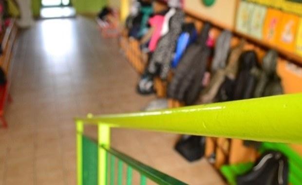 Wirus jest prawdopodobną przyczyną zasłabnięcia dziesięciorga uczniów gimnazjum w Przejazdowie, którzy trafili do jednego z gdańskich szpitali. W związku z tym podejrzeniem szkoła odwołała w piątek lekcje.