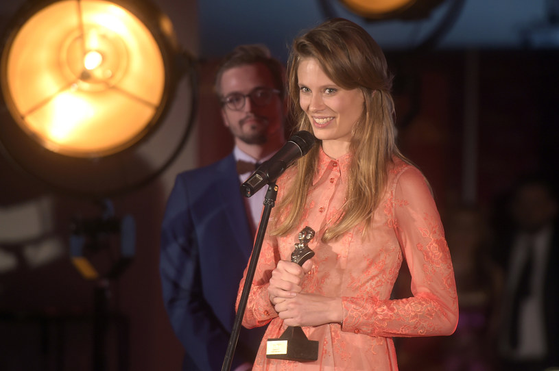 """W poniedziałek (13 marca) rozdano MocArty RMF Classic. Po raz pierwszy wręczono nagrodę specjalną za Muzyczny Debiut Roku. Otrzymała ją Julia Pietrucha za płytę """"Parsley"""". Jak wokalistka zareagowała na to wyróżnienie?"""