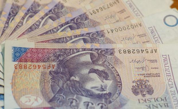 Nawet 13 milionów Polaków może skorzystać z nowej, prostszej, formy rozliczania się z fiskusem. Ministerstwo Finansów uruchomiło możliwość poproszenia skarbówki, by to ona wypełniła za nas PIT - informuje dziennikarz RMF FM Krzysztof Berenda.