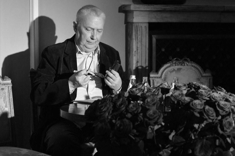 Śmierć Wojciecha Młynarskiego poruszyła polską scenę muzyczną. Na Facebooku zaroiło się od wspomnień słynnego autora tekstów, wykonawcy piosenki autorskiej i satyryka.