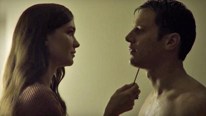 """Właśnie pojawił się pierwszy zwiastun nowego serialu stacji Netflix zatytułowanego """"Mindhunter"""". Za produkcją zapowiadaną jako połączenie """"Milczenia owiec"""" i """"House of Cards"""" stoi David Fincher."""