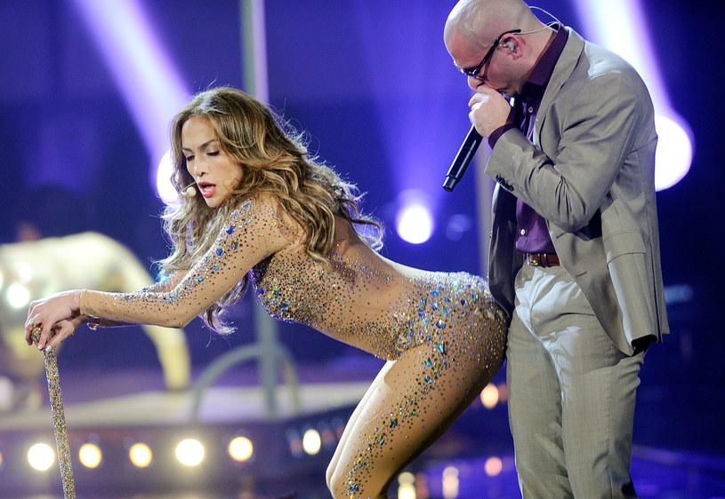 """17 marca do sprzedaży trafił kolejny, dziesiąty już album Pitbulla pt. """"Climat Change"""". Na płytę raper i producent zaprosił kilkunastu gości. Wśród nich nie mogło zabraknąć również Jennifer Lopez, dobrej przyjaciółki gwiazdora."""