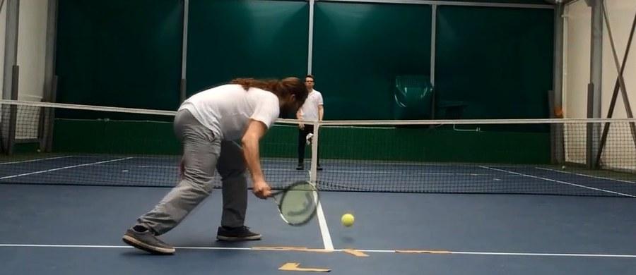Grupa niewidomych tenisistów z Polski rozpoczęła w internecie zbiórkę pieniędzy na wyjazd na pierwsze w historii Mistrzostwa Świata w Hiszpanii. Pionierów tej dyscypliny w Polsce odwiedził na treningu nasz reporter Maciej Jermakow.