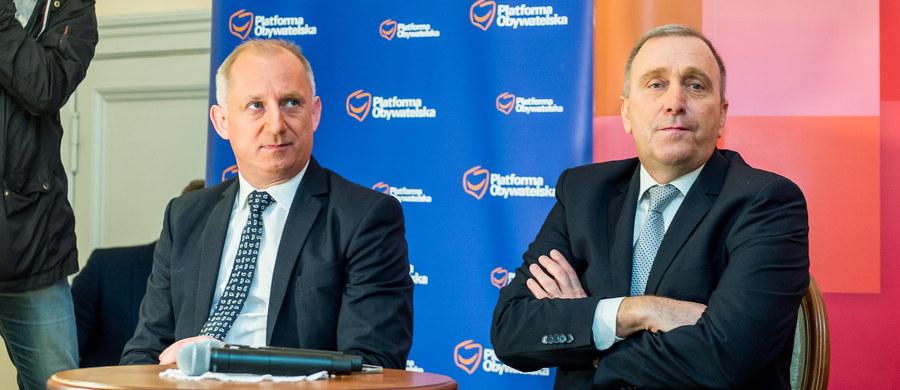 Wniosek o konstruktywne wotum nieufności wobec rządu to reakcja na to, co się stało na szczycie w Brukseli; PO musi pokazać kierunek debaty i politycznej ofensywy - mówił w Ostromecku k. Bydgoszczy Grzegorz Schetyna.