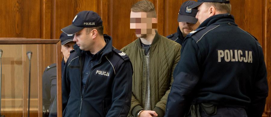 Przed wrocławskim sądem odbyła się pierwsza rozprawa w procesie 22-letniego studenta Pawła R. oskarżonego o podłożenie w maju ubiegłego roku ładunku wybuchowego w autobusie w centrum stolicy Dolnego Śląska. Mężczyźnie grozi dożywocie. Kolejna rozprawa odbędzie się 6 kwietnia.