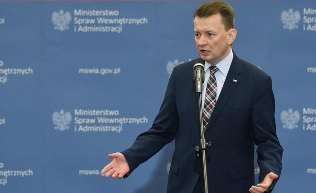 """Szef MSWiA Mariusz Błaszczak zapewnił, że rząd nie zamierza zmieniać systemu emerytalnego służb mundurowych. """"Póki rządzi PiS ten system nie będzie zmieniany"""" - powiedział Błaszczak."""